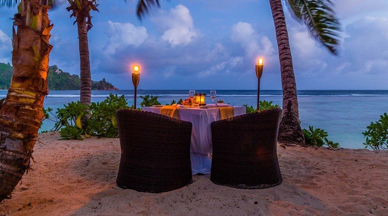 private-dinner-on-the-beach-i69-islandian